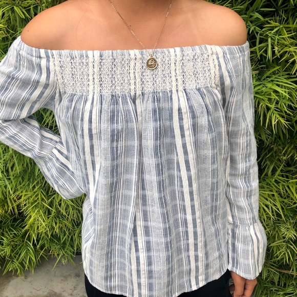 Roxy Tops - Roxy Long Sleeve Off the Shoulder Top!